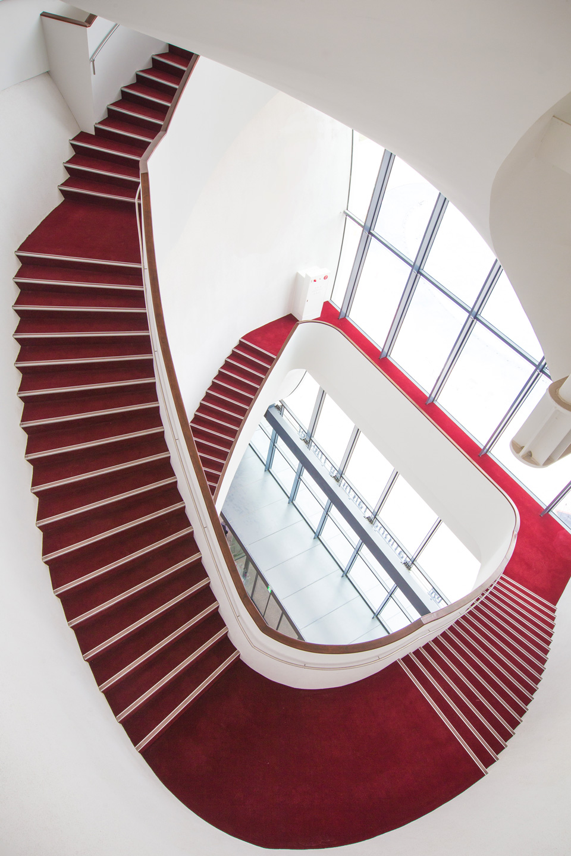紅毯迴旋梯